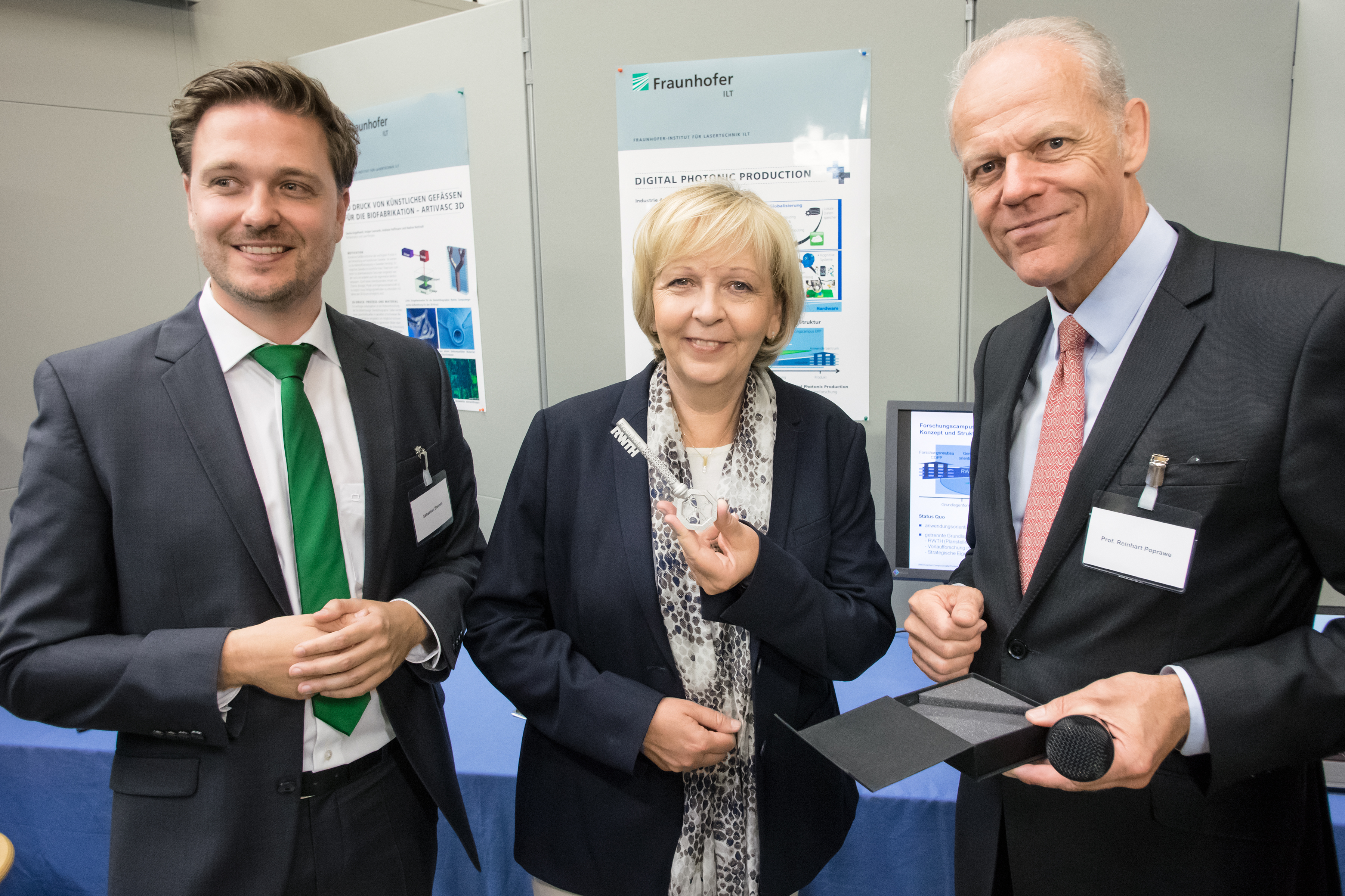 "As part of her summer tour ""NRW 4.0"" of universities and research institutions in North Rhine-Westphalia, NRW Minister President Hannelore Kraft visited RWTH Aachen Campus."